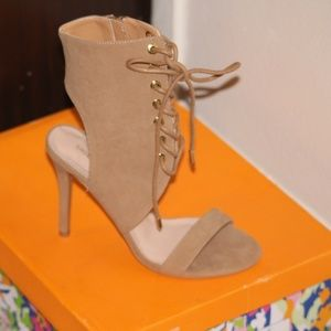 Shoes - Light tan Strappy heels